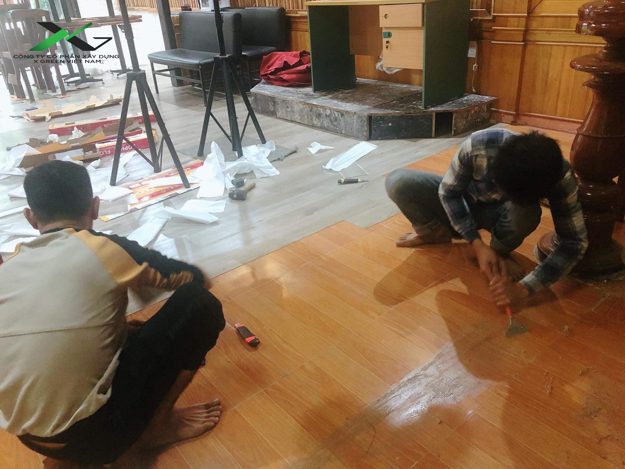 X Green Việt Nam thi công sàn nhựa dán keo đảm bảo, uy tín
