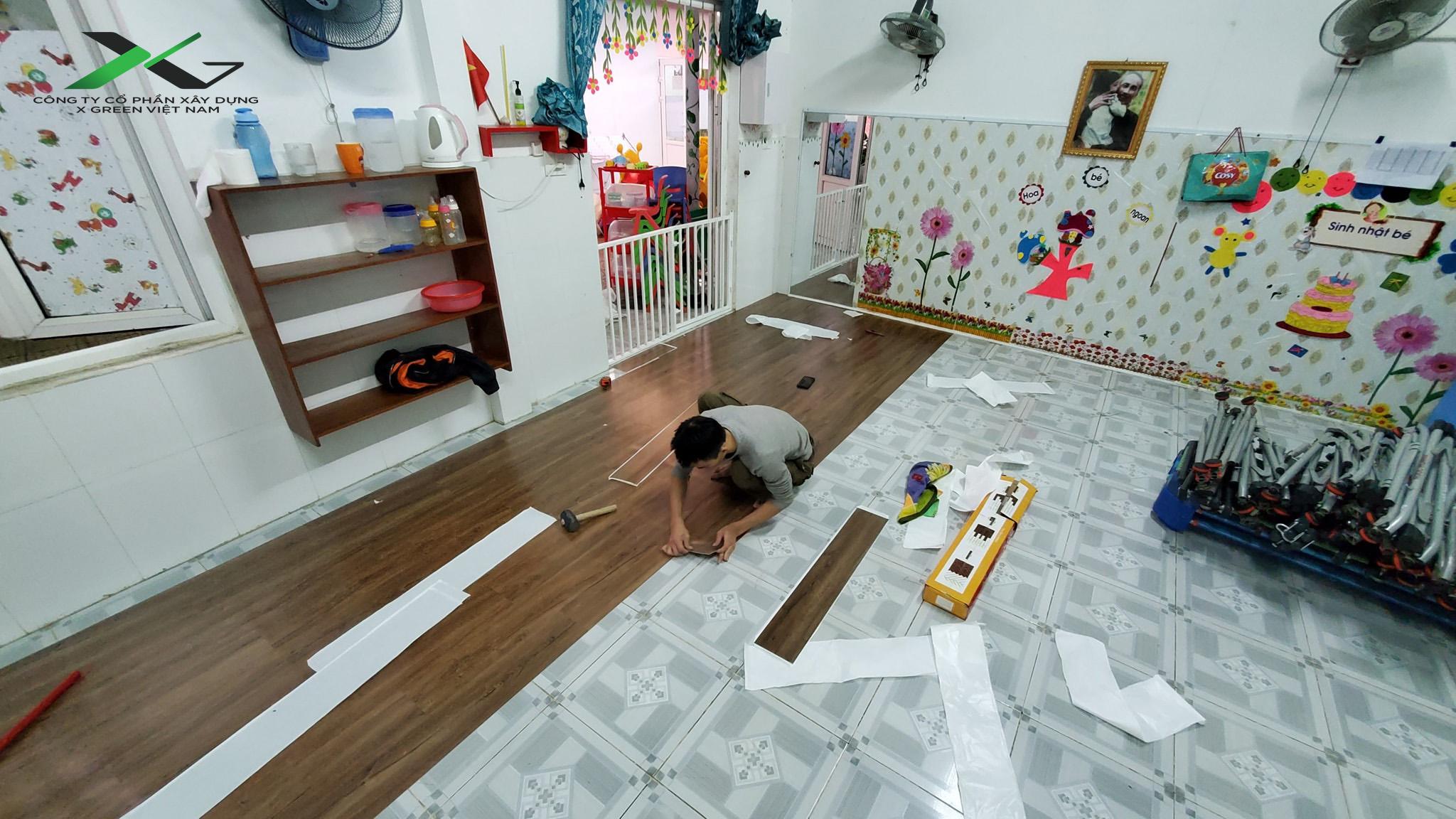 Thi công sàn gỗ dán keo cho lớp mẫu giáo
